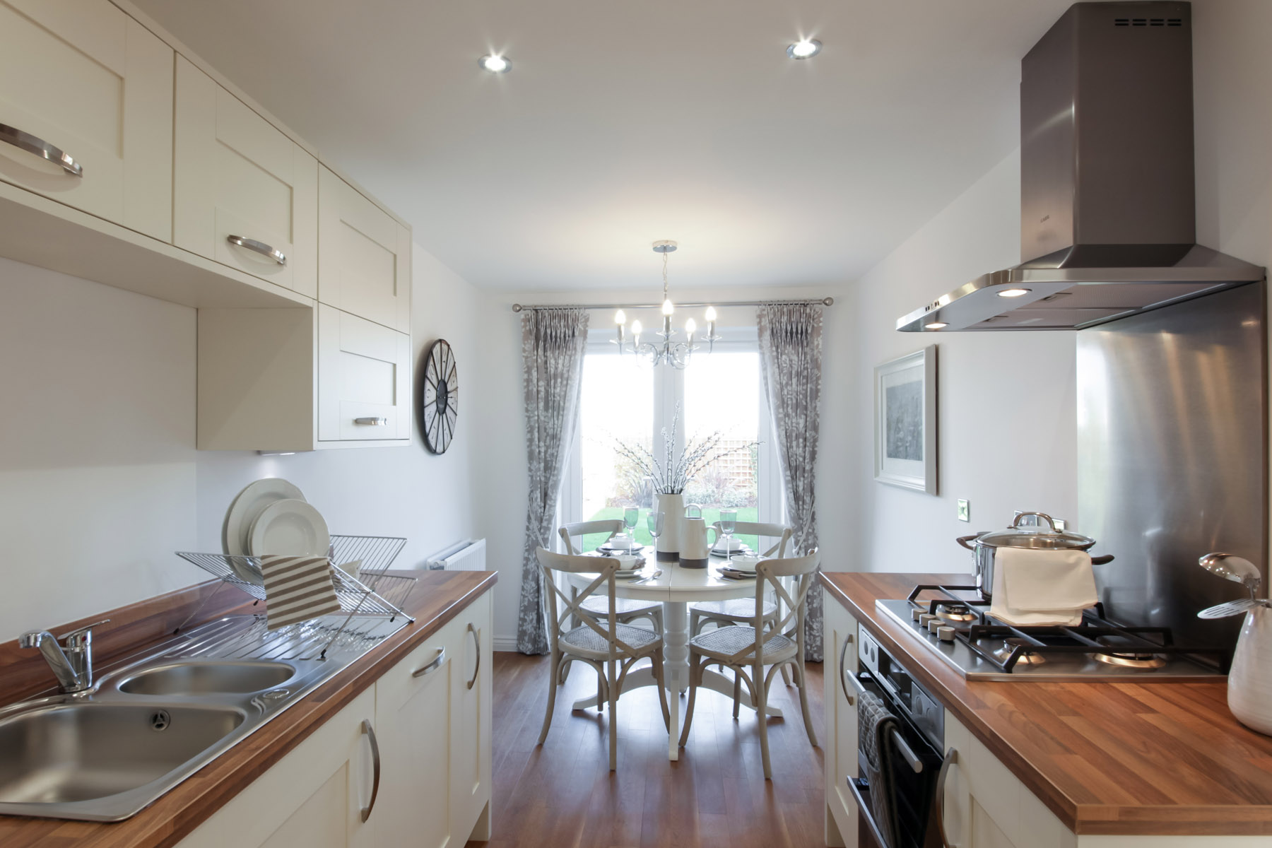 Bradenham kitchen and breakfast area